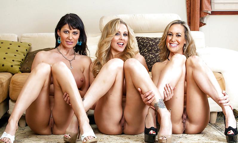 Распутные подружки демонстрируют промежность порно фото бесплатно