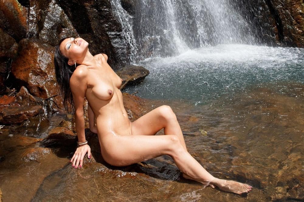 free-erotic-photo-gallery-women-hot