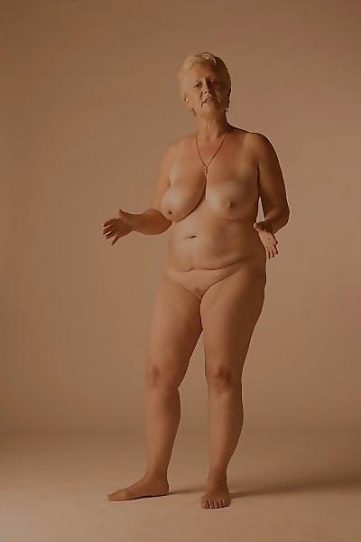 Mature nude photographic model