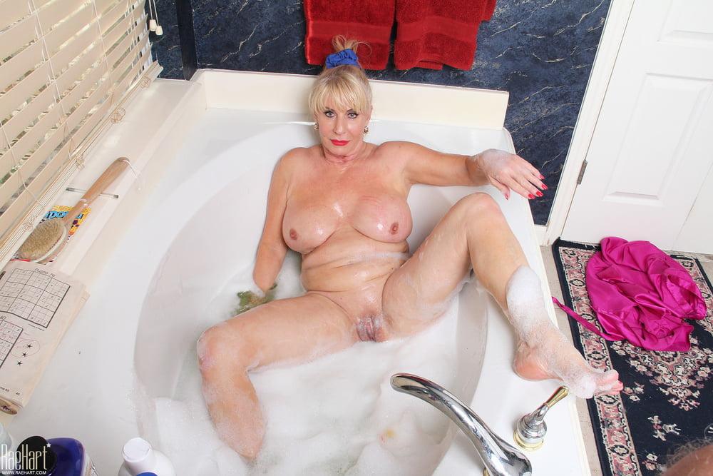 milfs-in-baths-pics-xxx