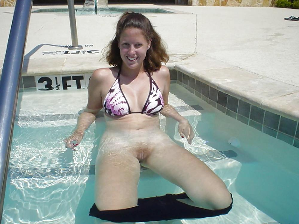 Waterpark pussy flash porn — 15