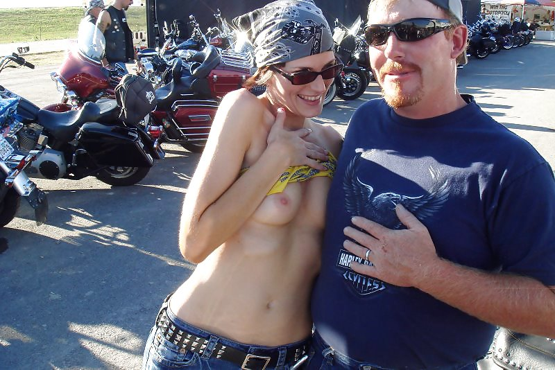 biker-babe-flash-boobs-sexy-young-cametoes