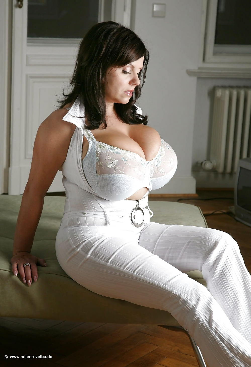 rallos-busty-white-women-breeski