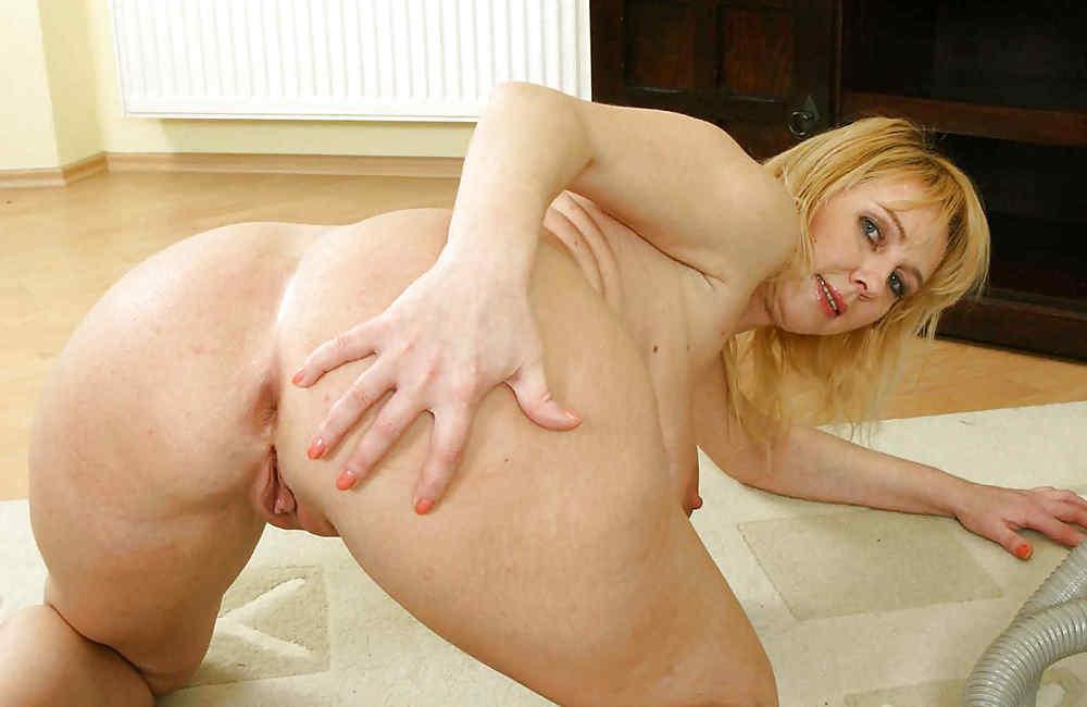 Big Ass Mom Naomi Sugawara Dildoes Her Asshole Pic