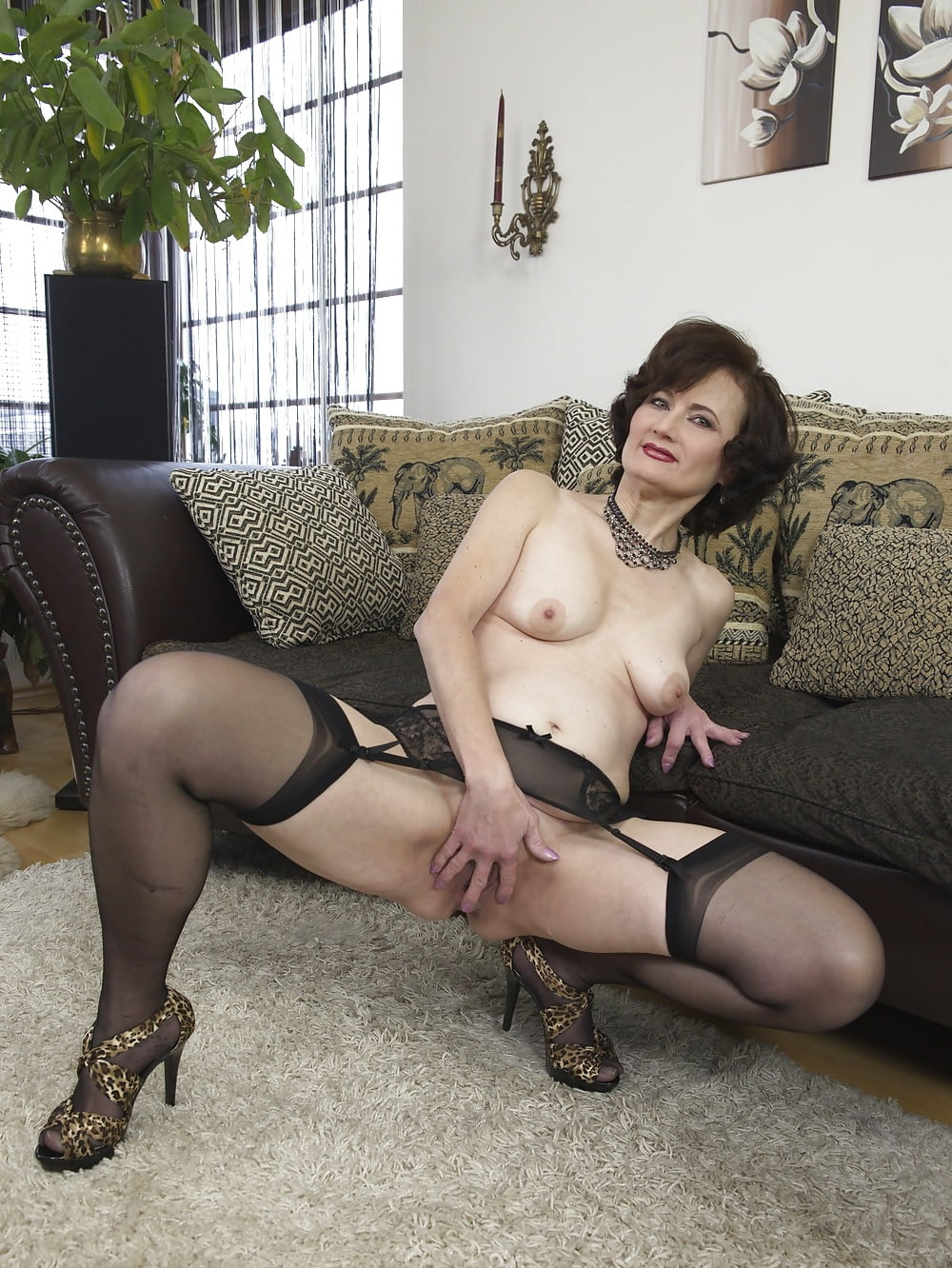 Sex machine my milf girl shoeplaying with her wooden th and