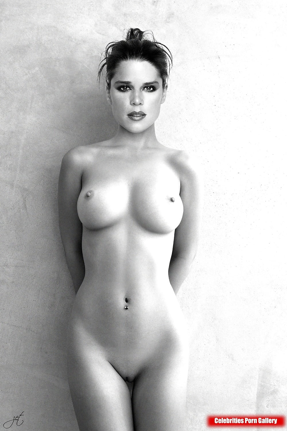 neve-campbell-topless