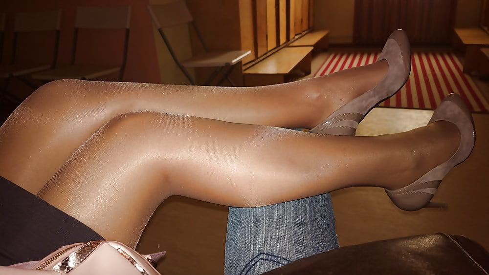 Pictures of shiny pantyhose