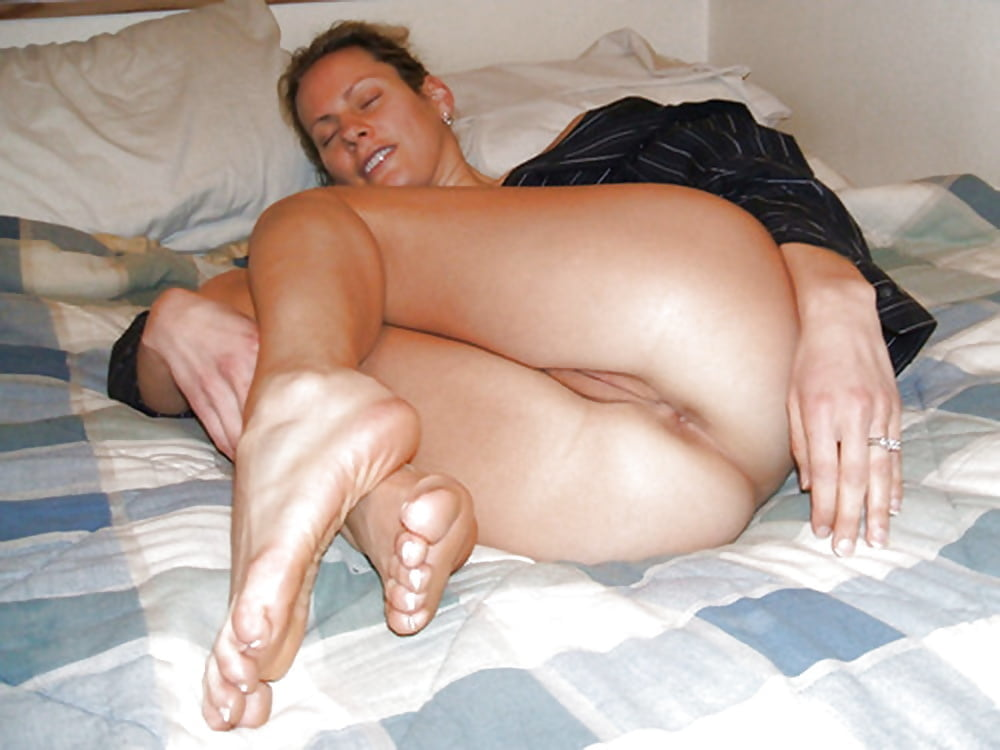 Wife pussy and feet 9