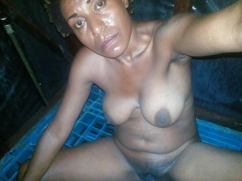 Aunty showing hidden nude photos
