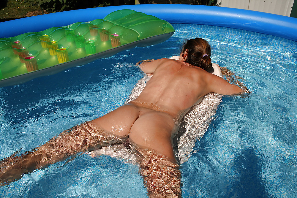 Mom invite her son into swimming pool for sex