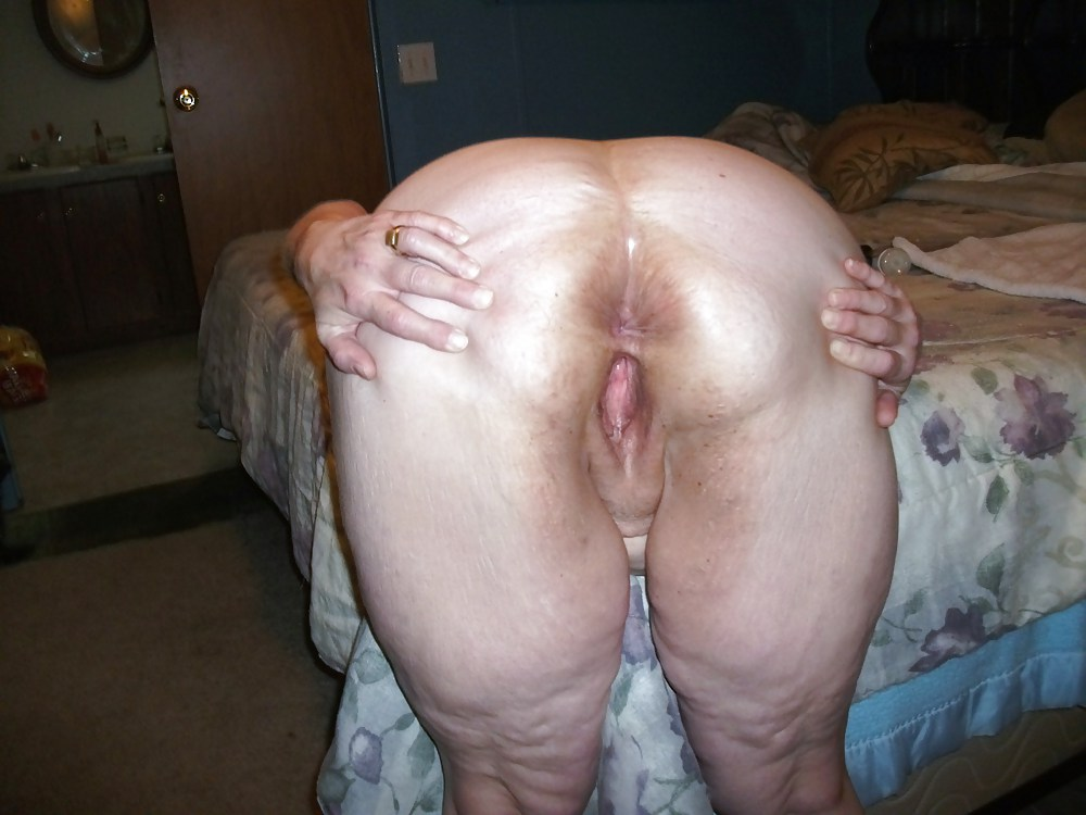 nude spread butt cheeks