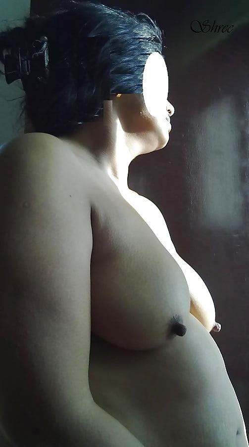 Nude wife in bath-8108