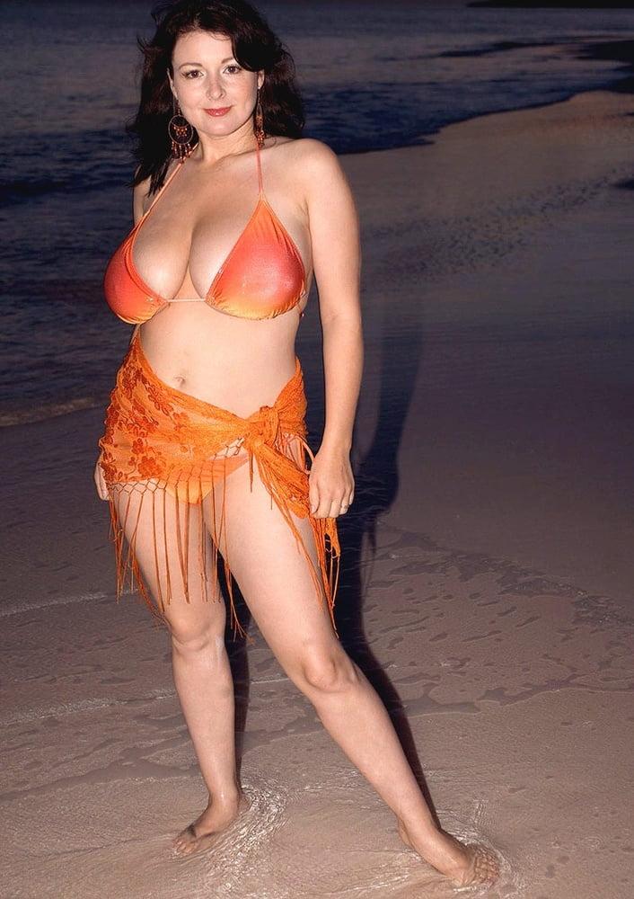 Porn brunette big tits