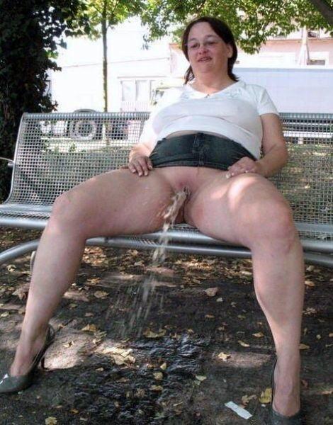 nude-grannys-pissing