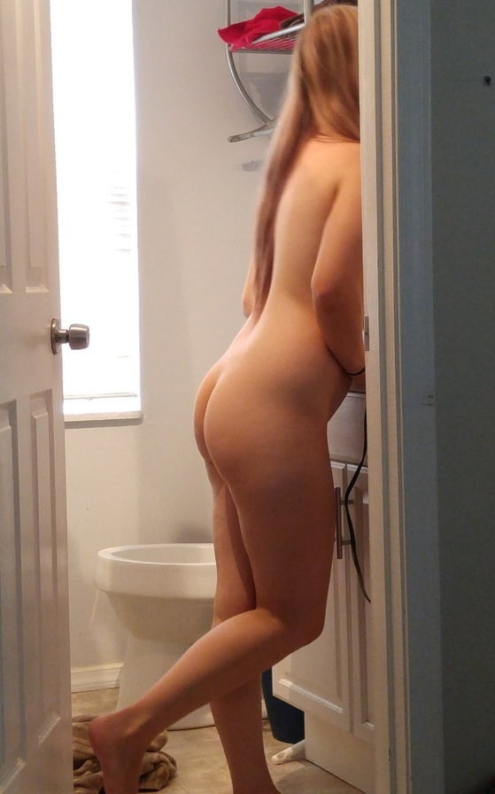 Check out my ass - 20 Pics