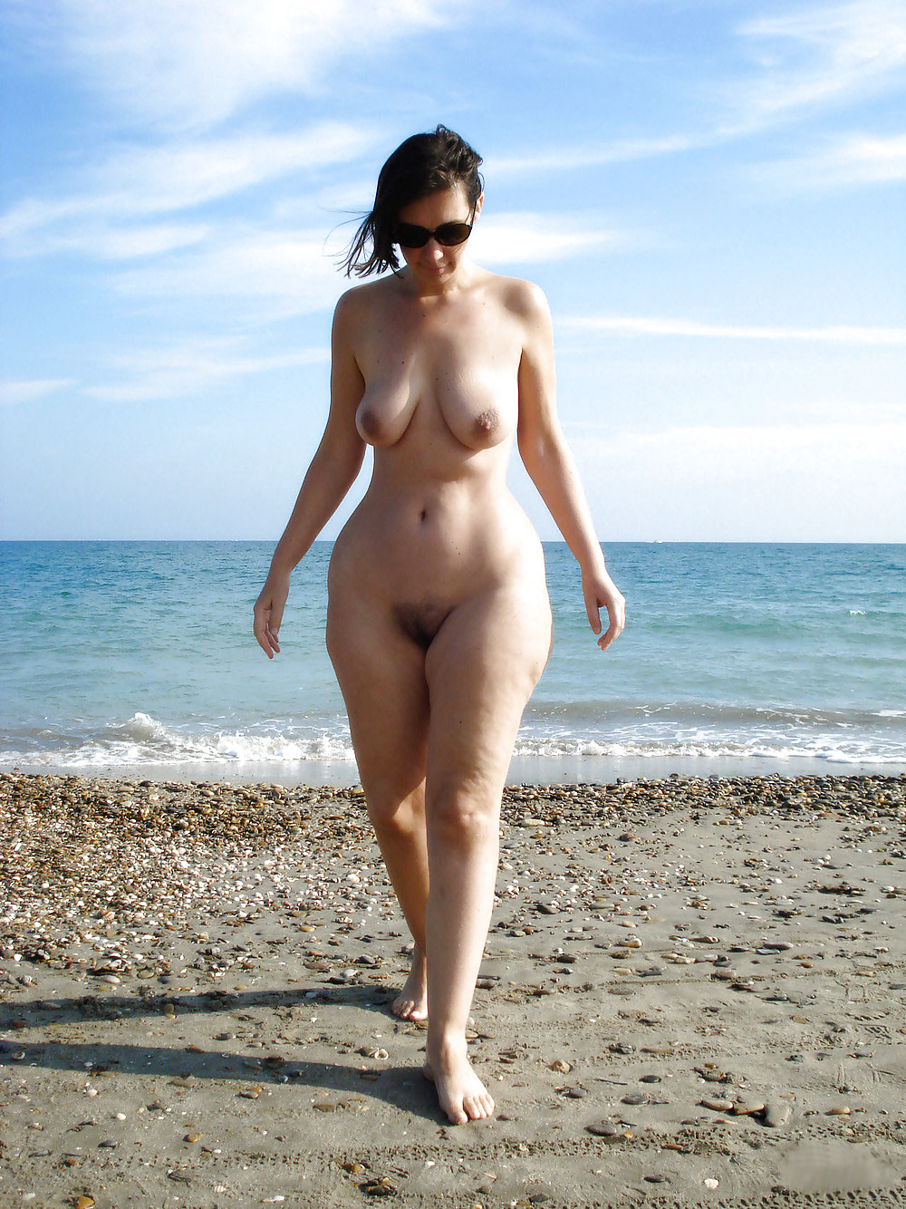 Amateur women naked wide hips