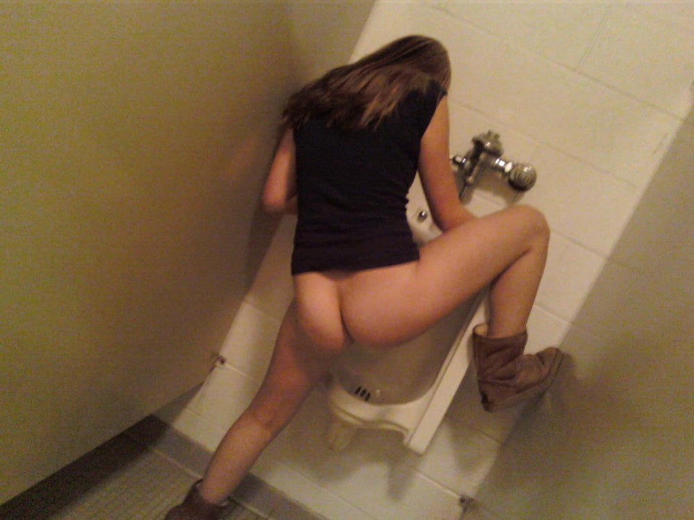 girls-use-urinals-mini-bikini-party