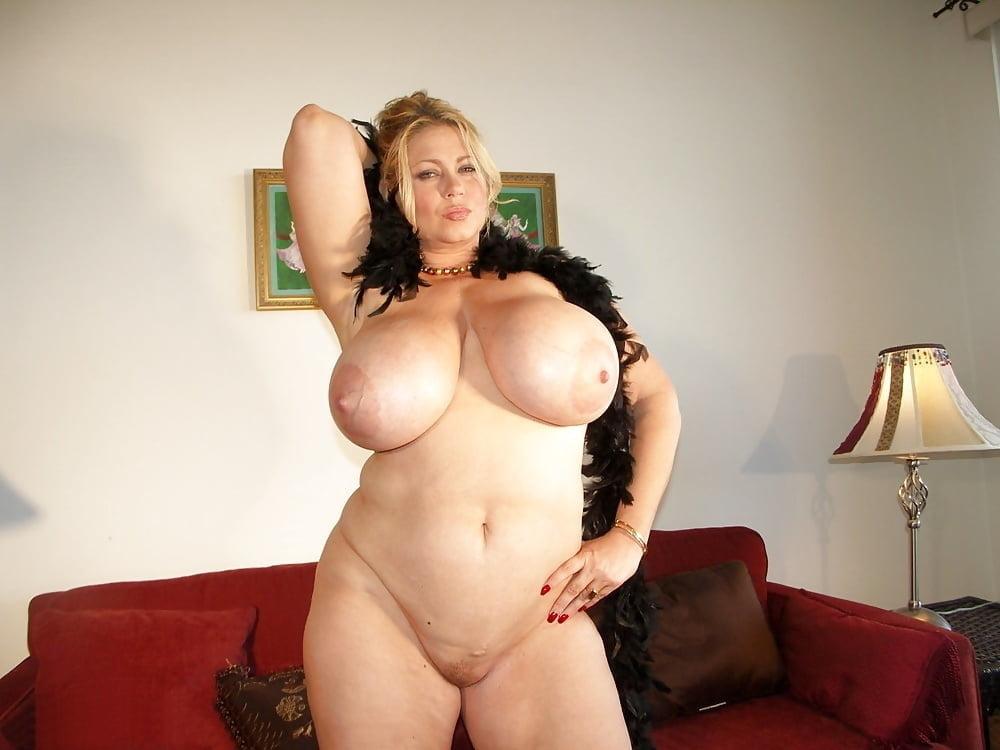 Plump sexy milf big tits