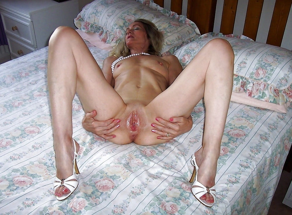 mature-nude-spread-on-bed