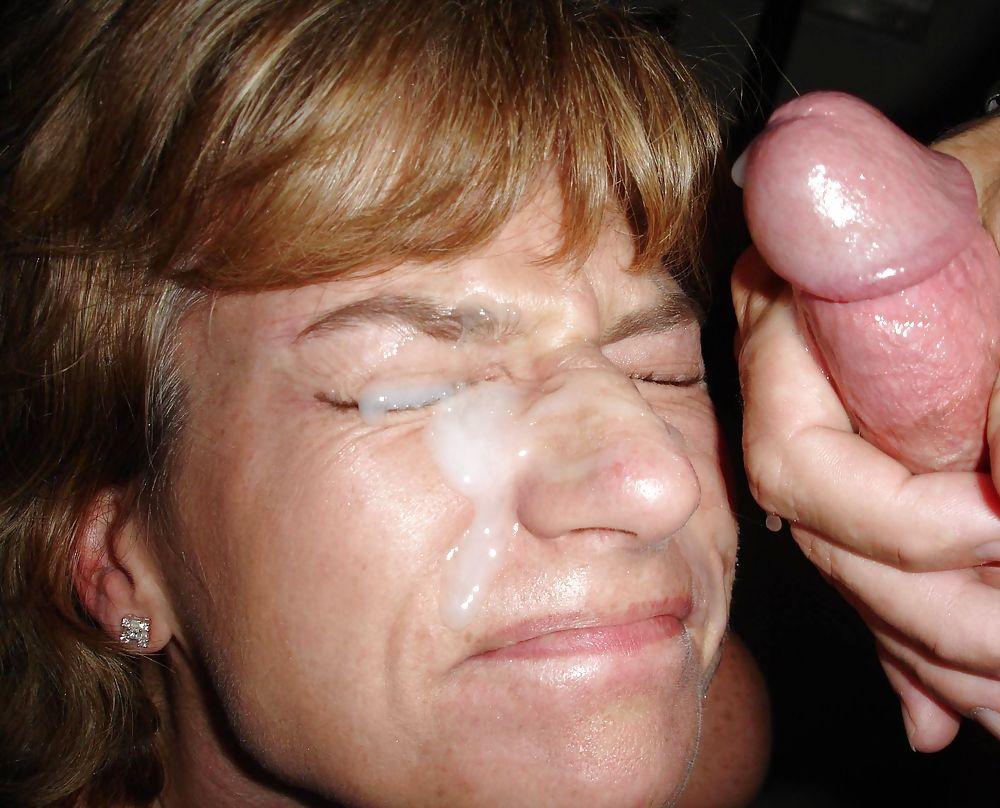 Сперма у мамы на лице фото, Мамке кончили на личико дома - секс порно фото 27 фотография