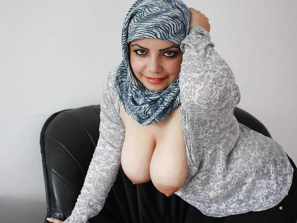 hot-arab-woman-boobs