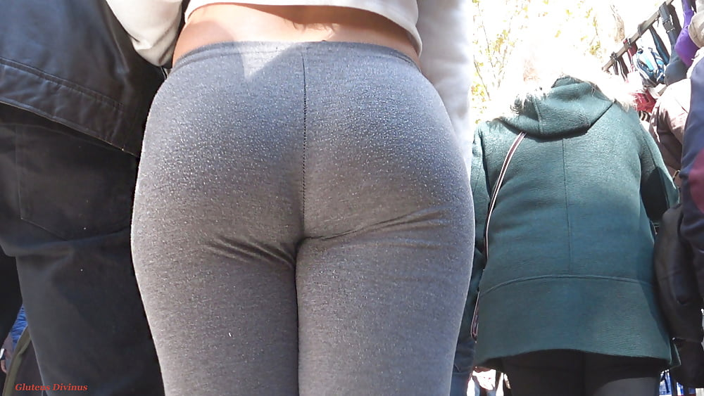 Candid Tight Jeans Bent Over Ass