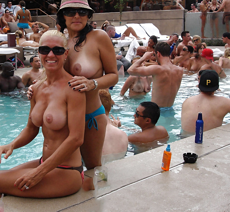 Naked vegas pool pictures