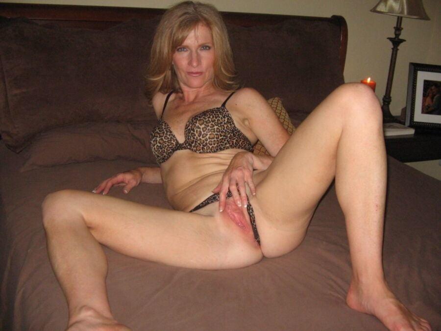 xxx-uk-sexy-milf-naked-hips-tumblr