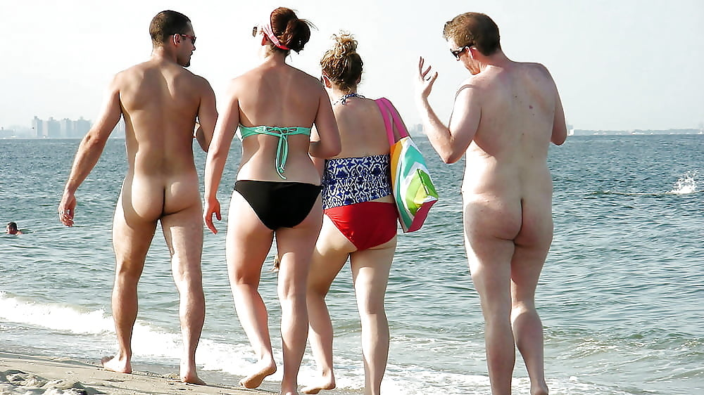 Full naked woman man in beach — photo 7