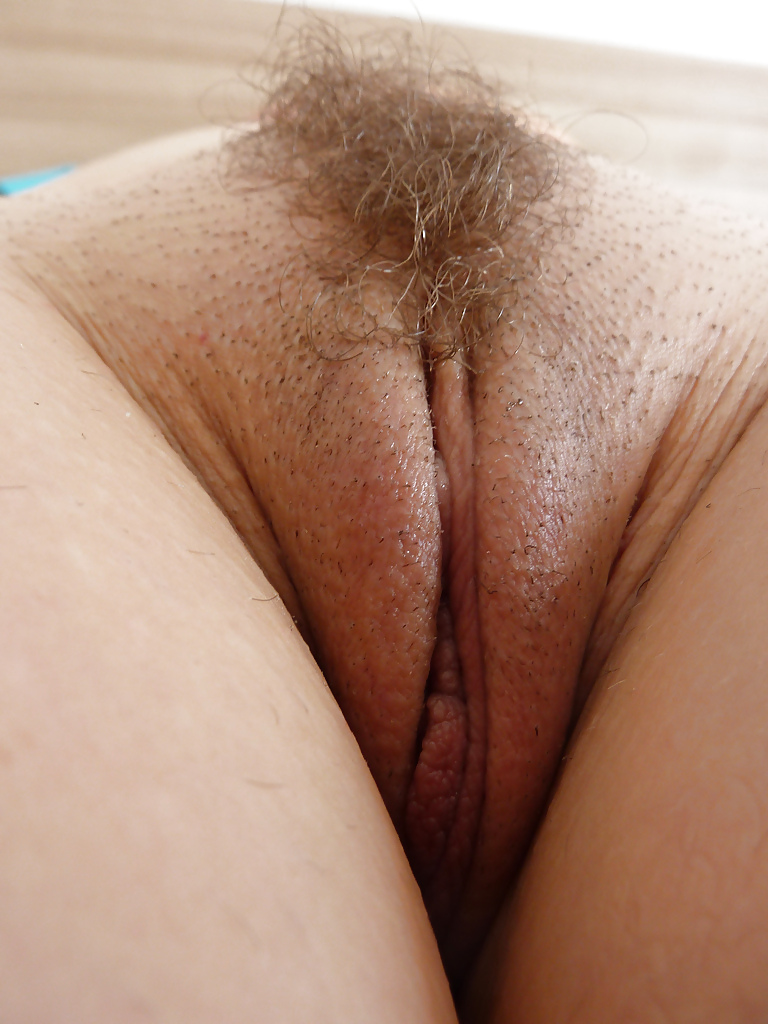 Free close up hairy pussy peeing