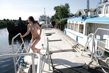 Nackt Auf Dem Boot