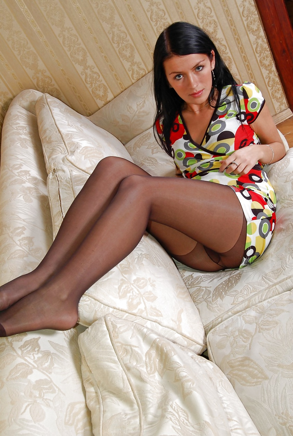 Amateur Woman shows Pantyhosefeet porn gallery