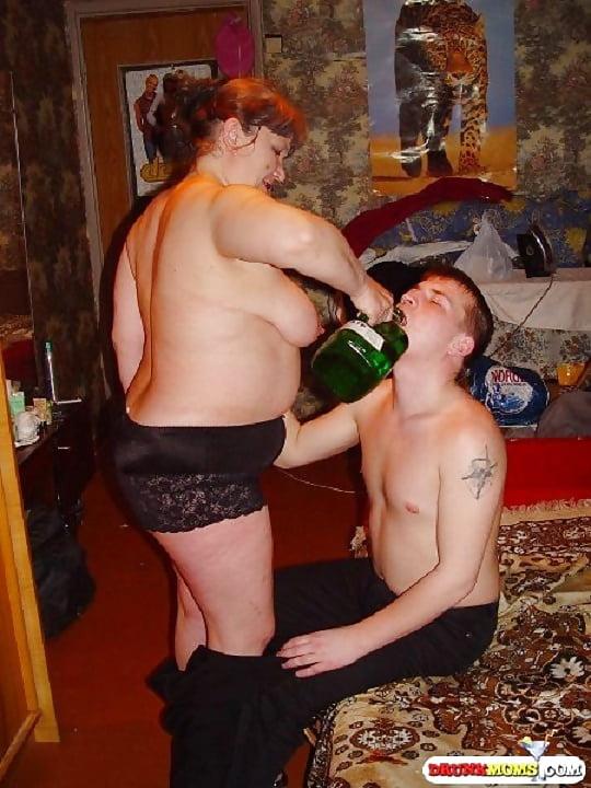 что творит пьяная зрелая женщина хорошо