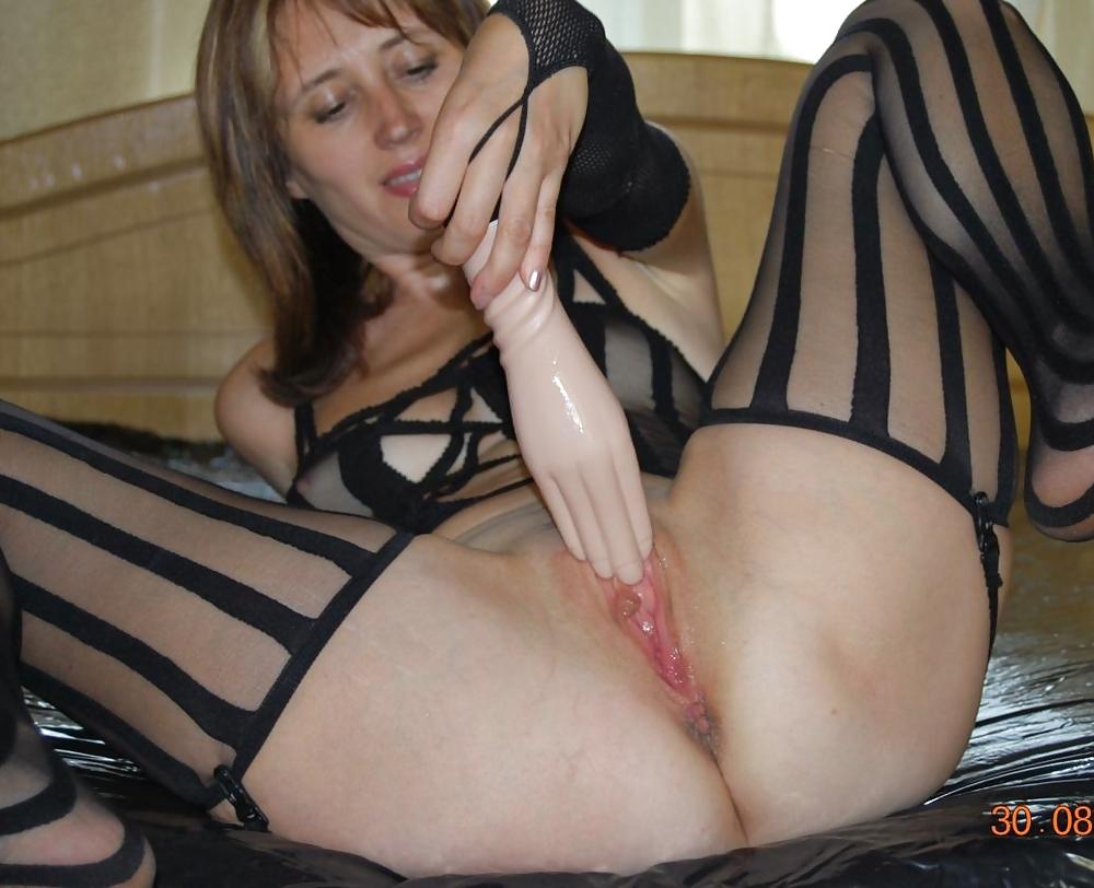 Рабыни порно жена играет с вагиной
