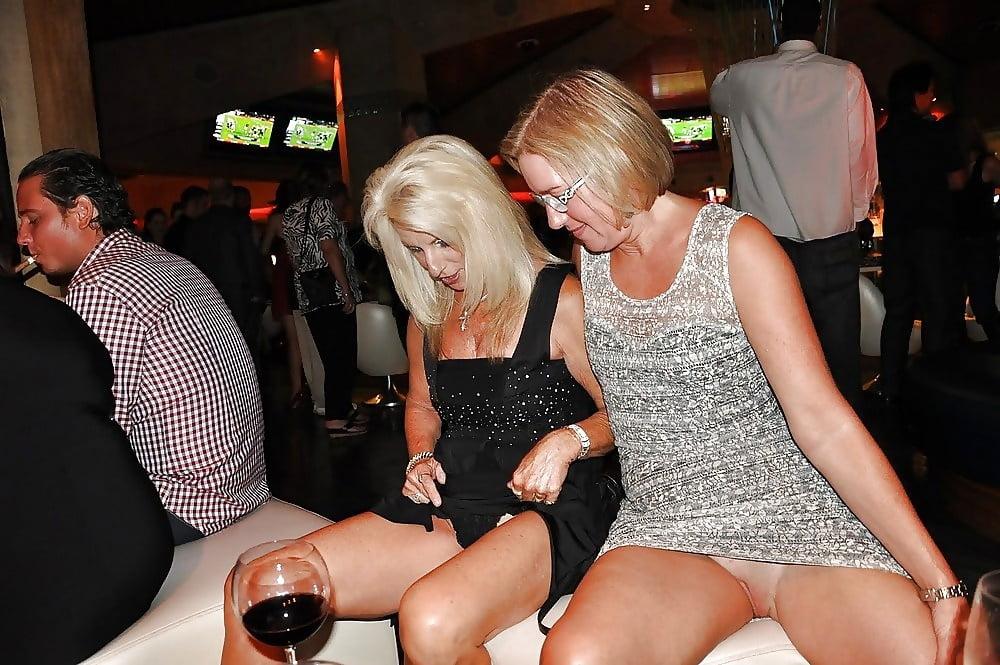 Drunk upskirts no pantirs