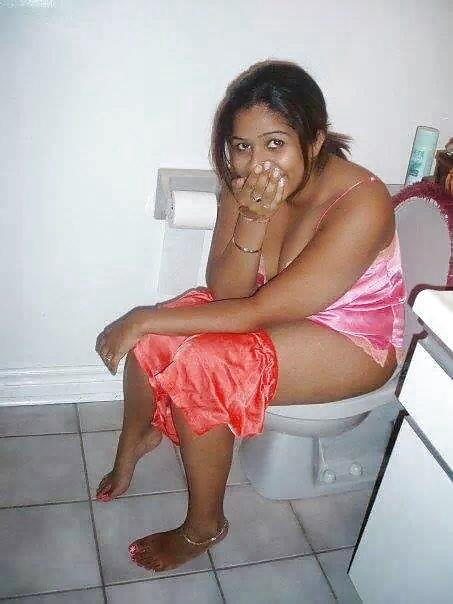 xxx-indian-girls-in-toilet