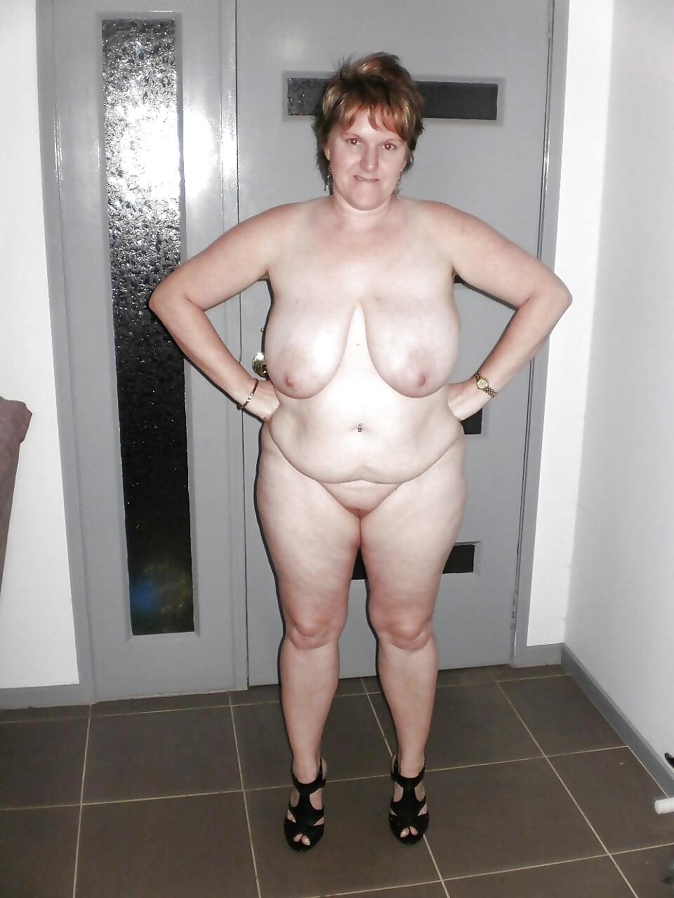 Дрочит себе фото голые толстые матюры пришел