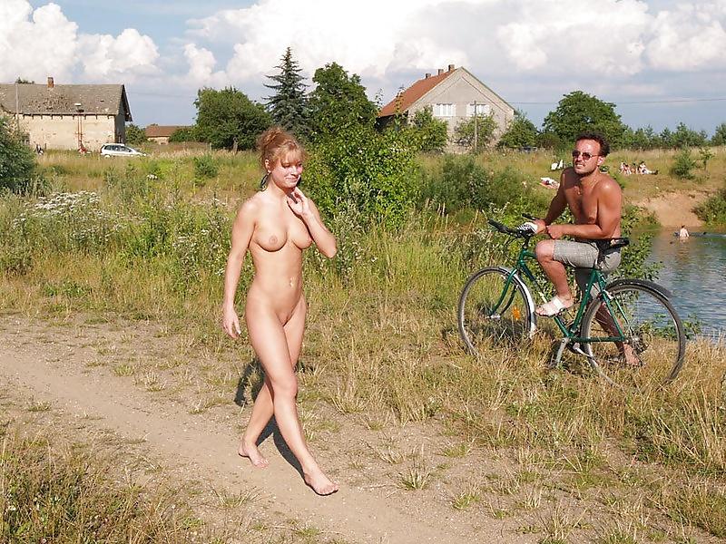 Любители ходить голышом фото, большие сиськи лучшее онлайн