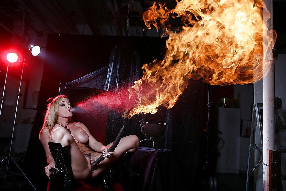 эротические фаер шоу - 9