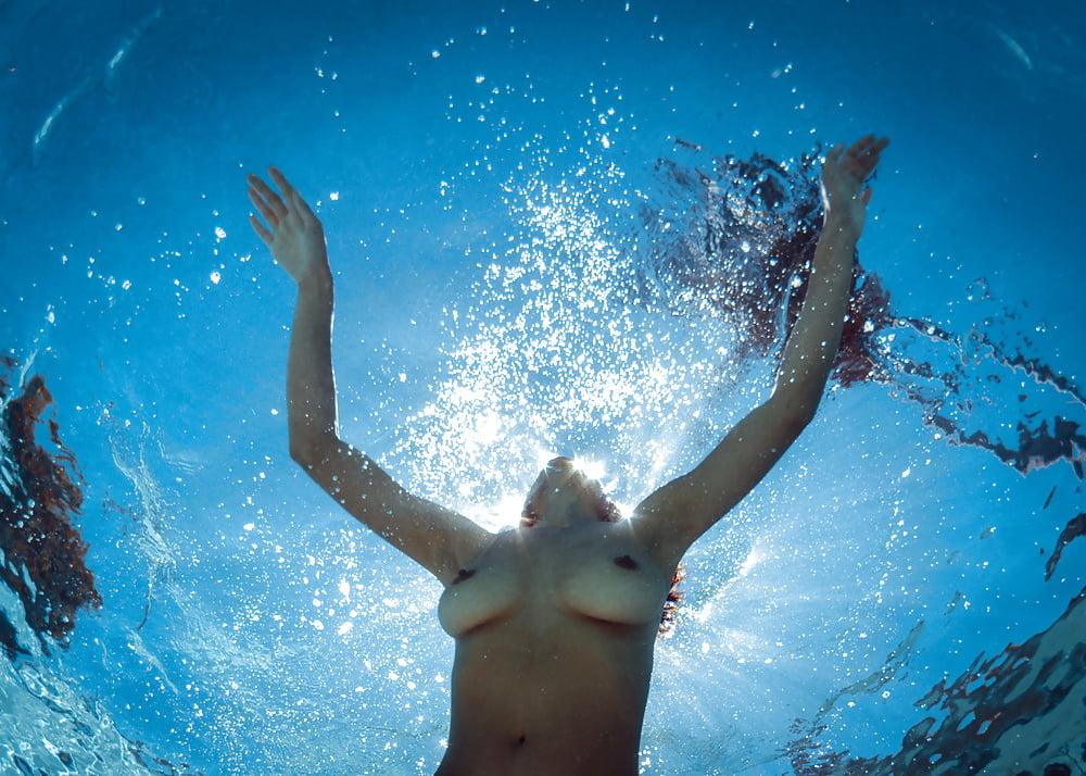 super-puper-erotika-pod-vodoy-video-onlayn