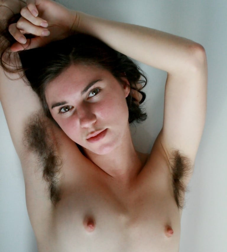 Lisa Appleton Took Bath Naked Outdoor
