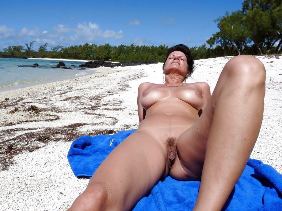 Brooke burke milf island bikini madness i pray it never ends