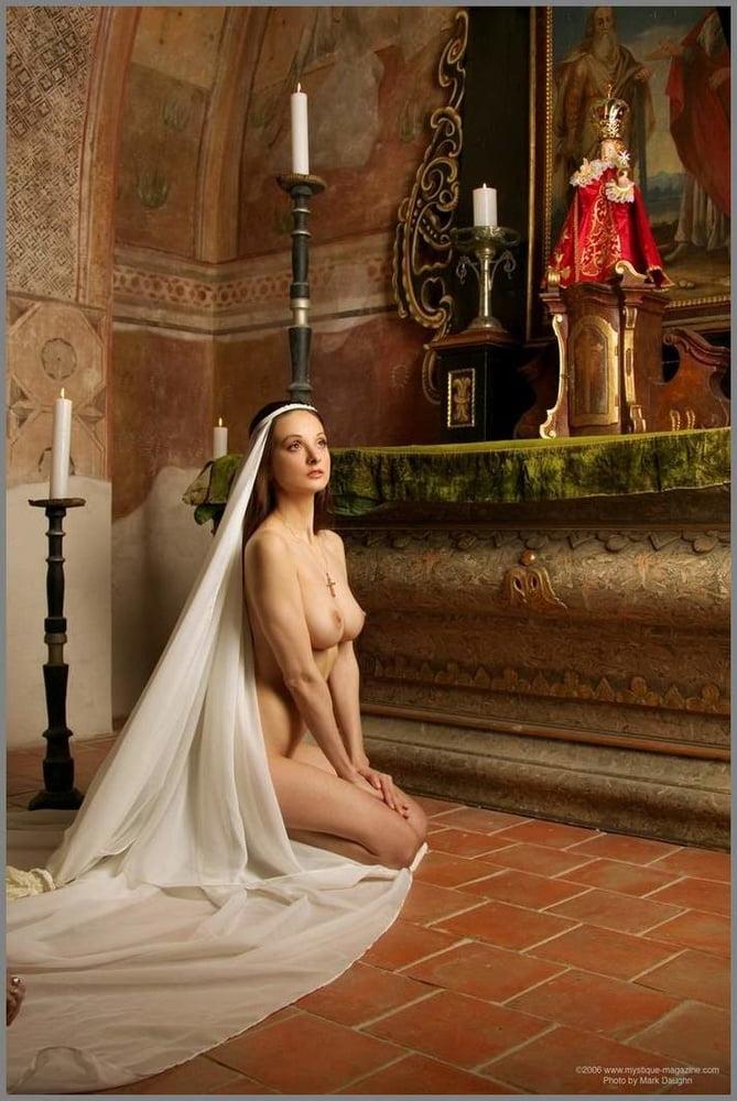 Продавцами белья сексуальные верующие девушки порно