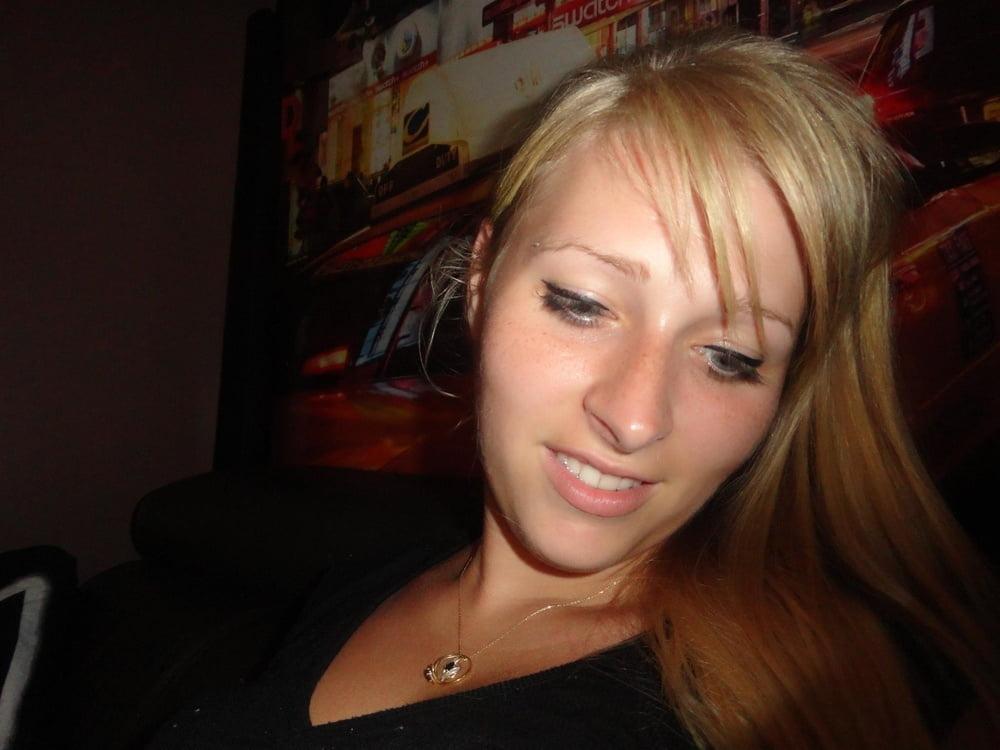 Sexy blonde cameltoe