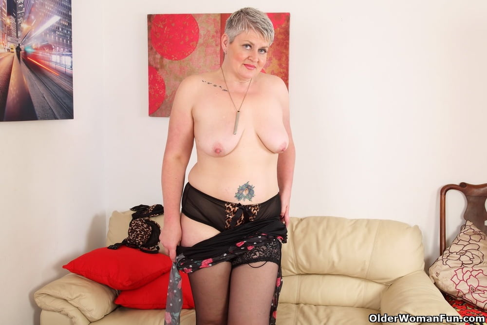 Candy Cummings from OlderWomanFun - 12 Pics