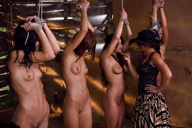 BDSM Slave Auktion Daumen, Brasilianisches Mädchen jung
