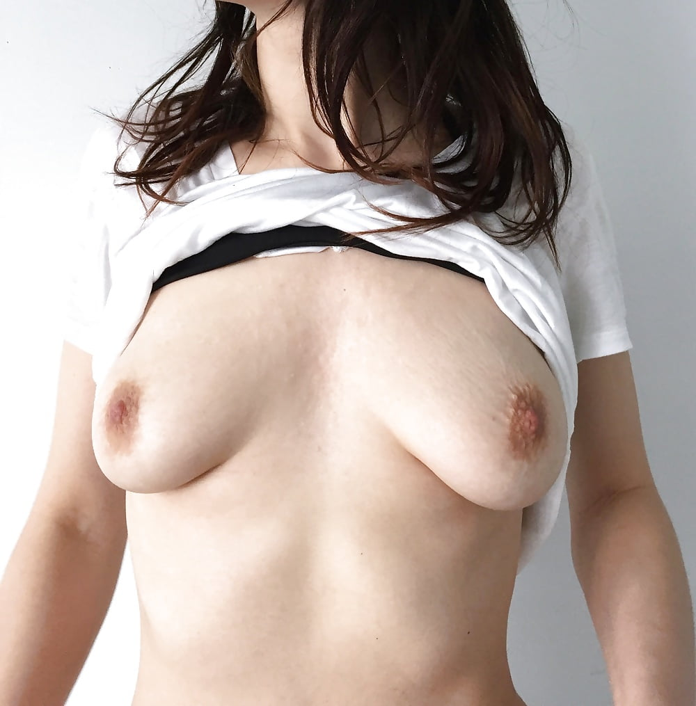Under Boob Porn Pics