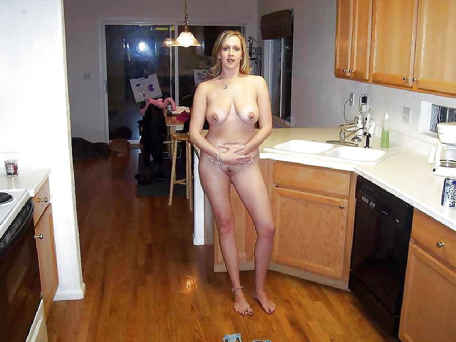 обнаженная жена на кухне