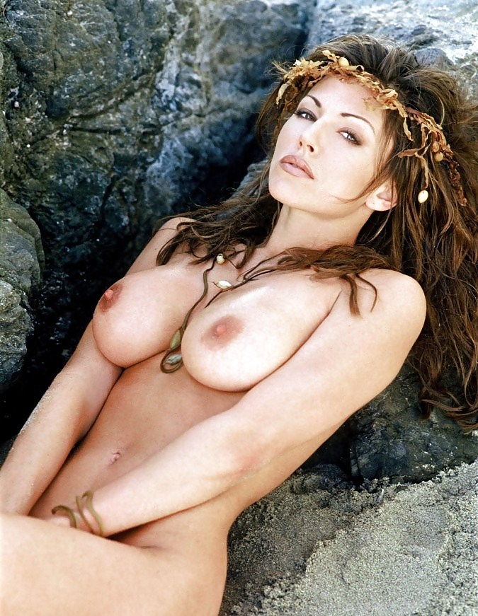 krista-ranill-naked-women-naked-under-sheet