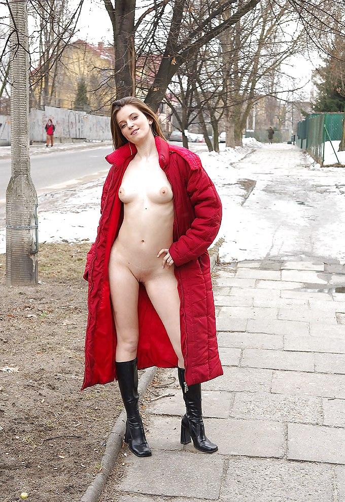 porno-pod-palto-shlyuha-glotaet-bolshoy-huy